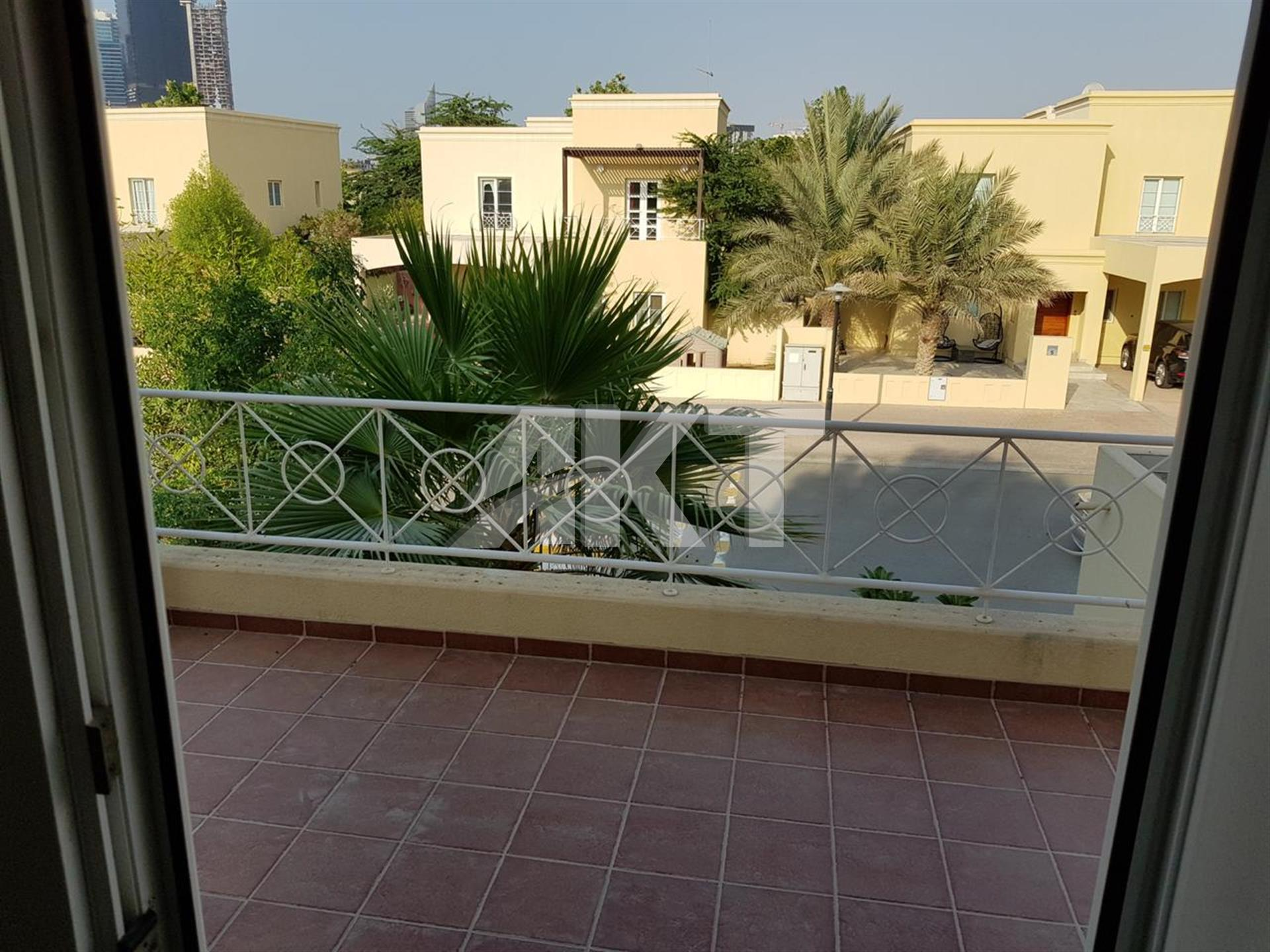 160 K / 3 Beds + Maid+ Study / Park View / Meadows 1