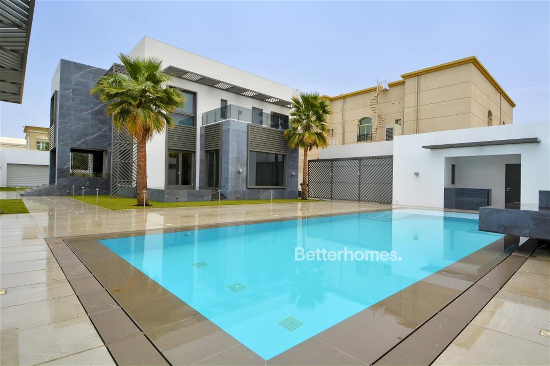 Main Photo of a 5 bedroom End of Terrace House for sale