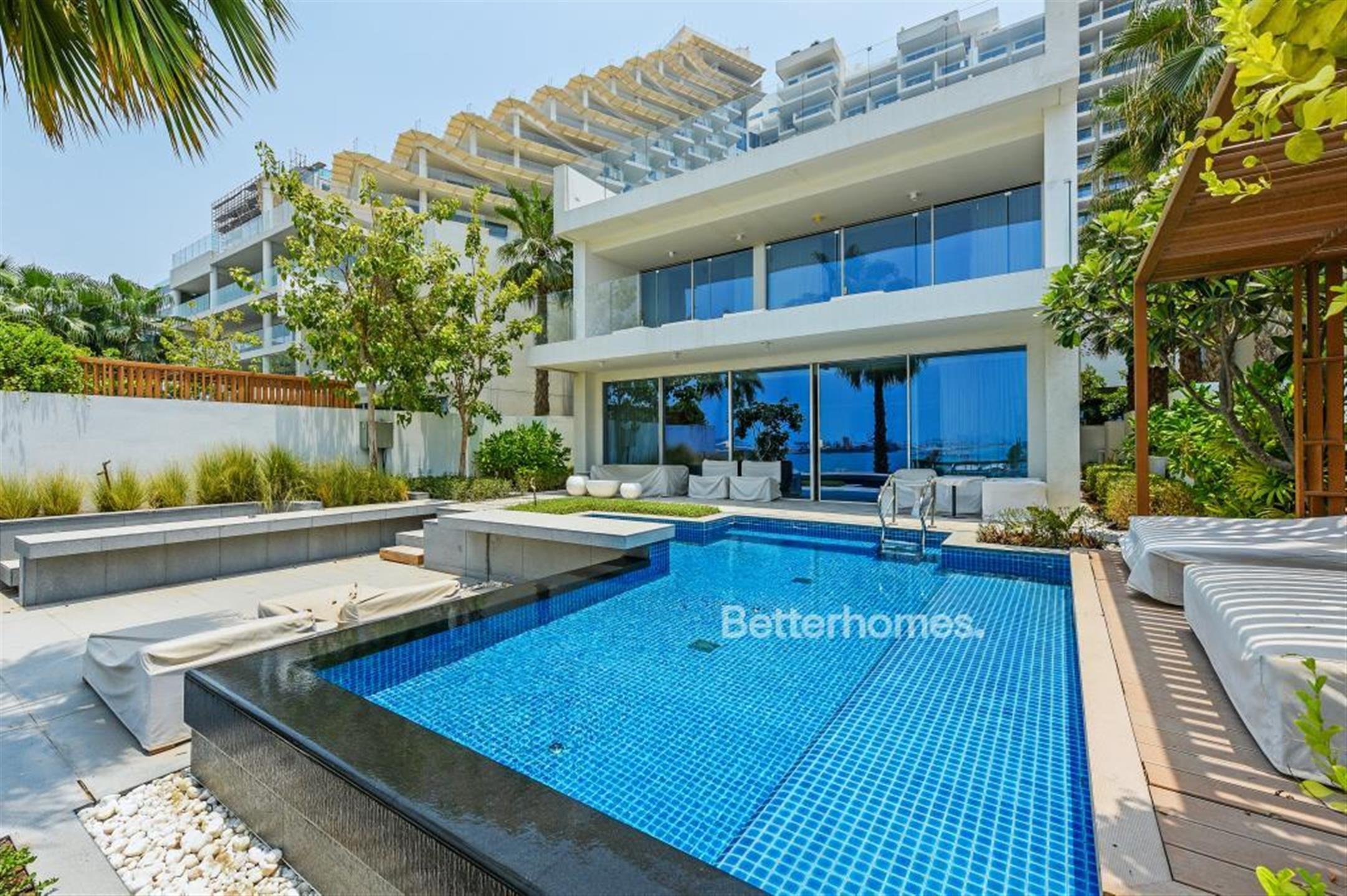 Main Photo of a 4 bedroom End of Terrace House for sale