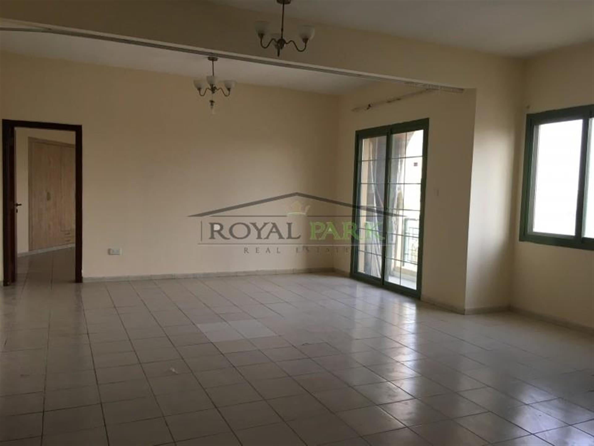 Large Vacant 1br Apartment With Balcony