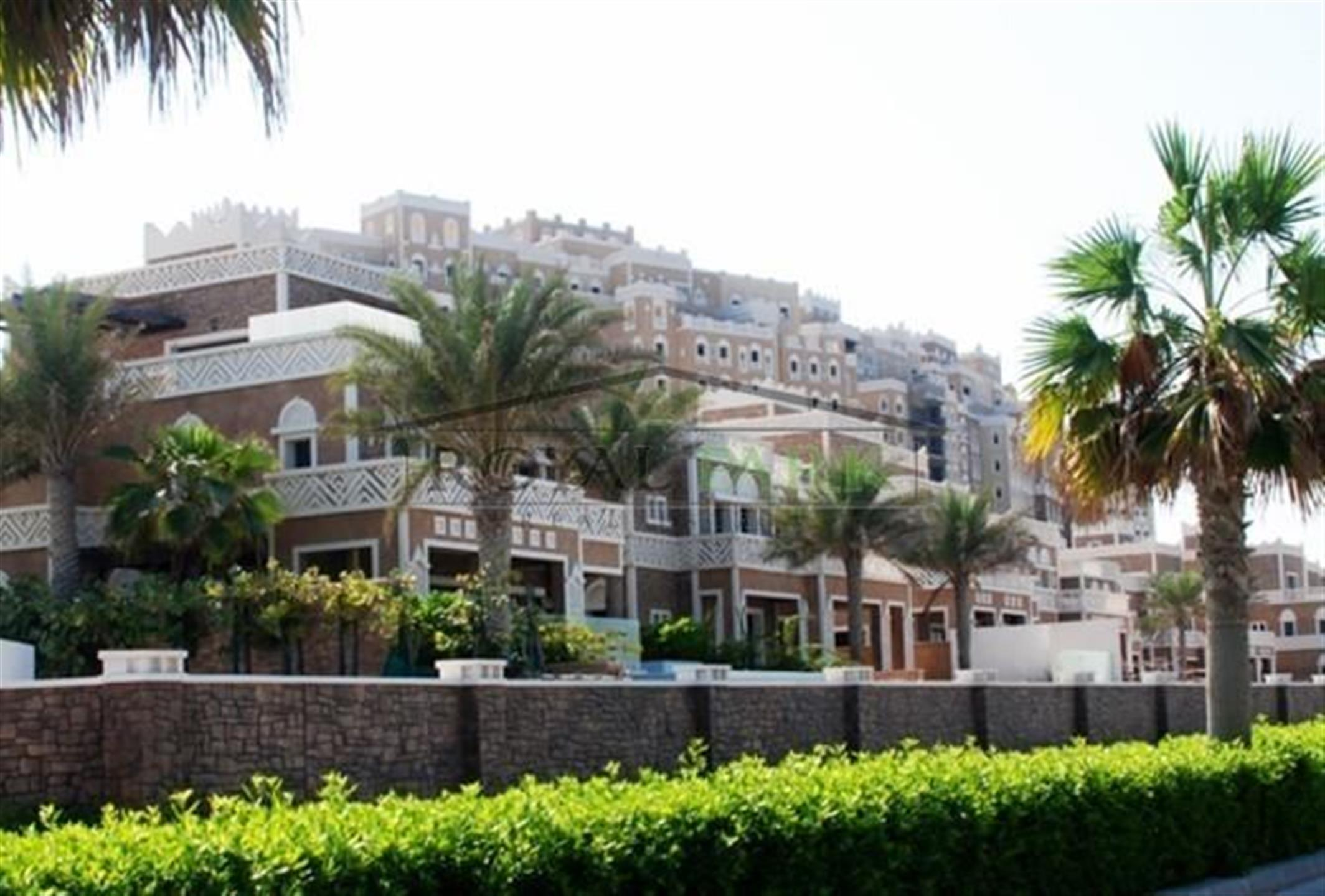 Unique Unit! Hot Deal! 4br - Corner Unit  In Balqis Residence-4, 150 Mln