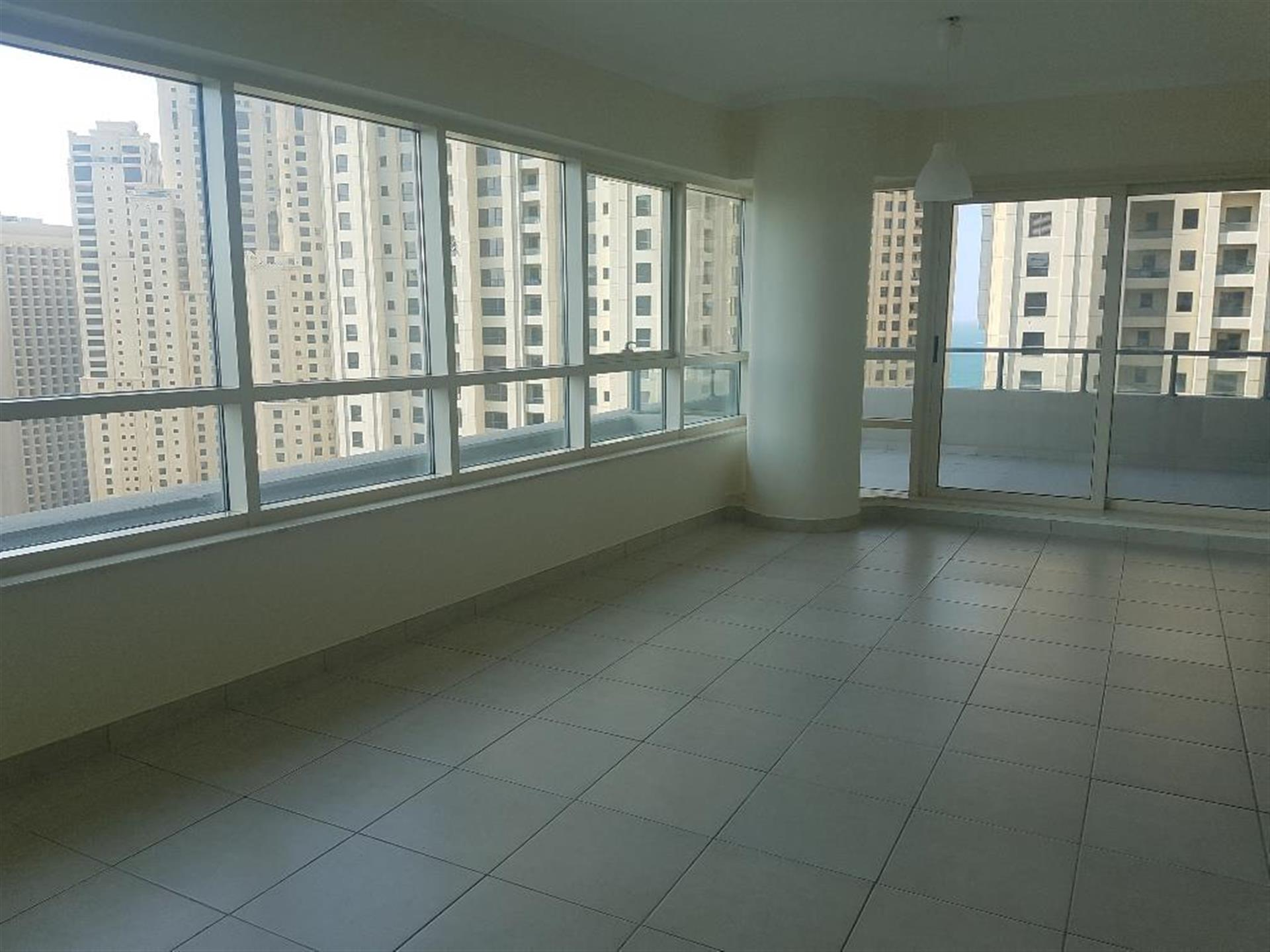 Marina Quays 1 Br With Balcony High Floor