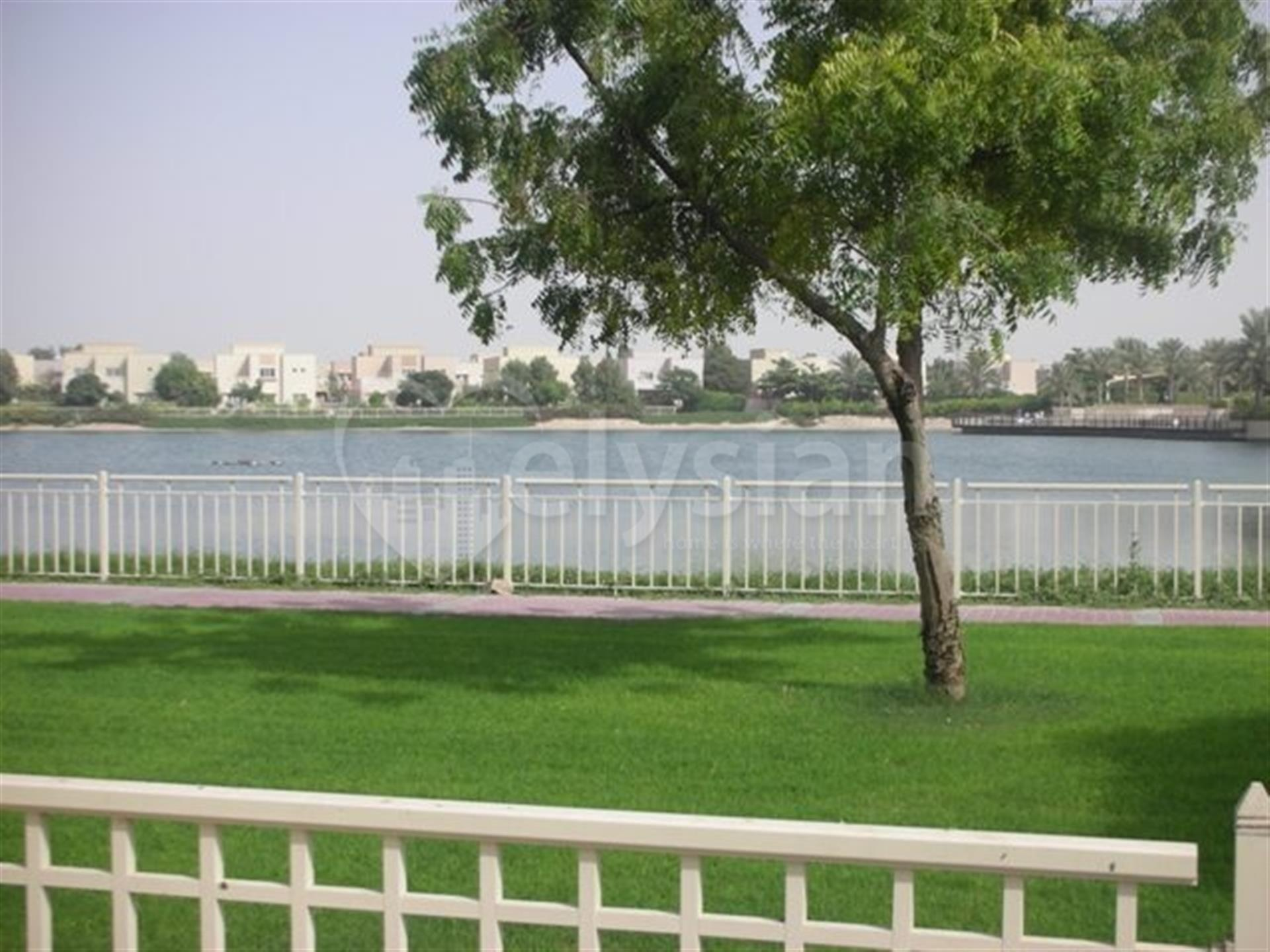 Fully upgraded full lake view 5bedrooms