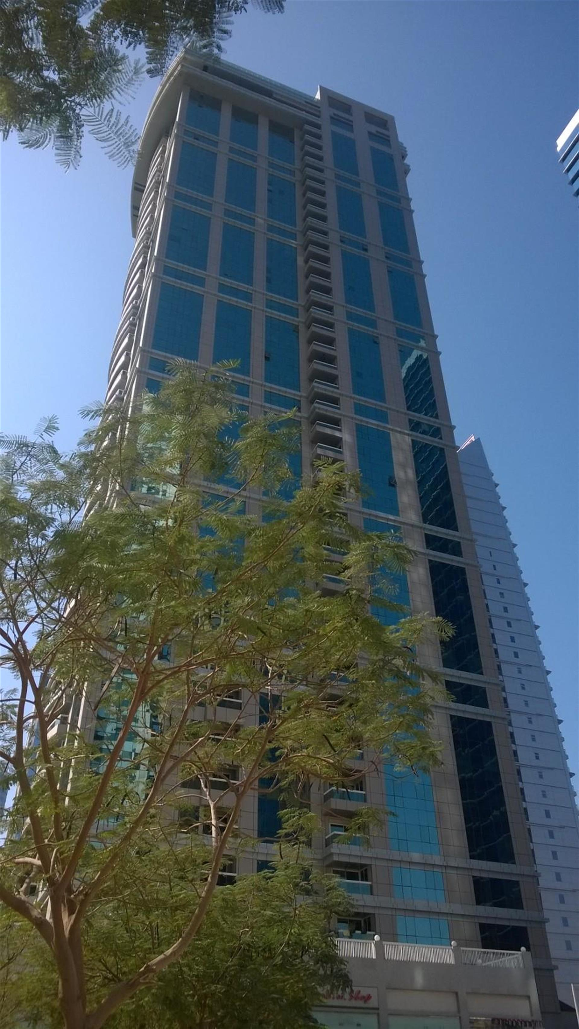 large 2 bedrooms plus made full lake view in JLT