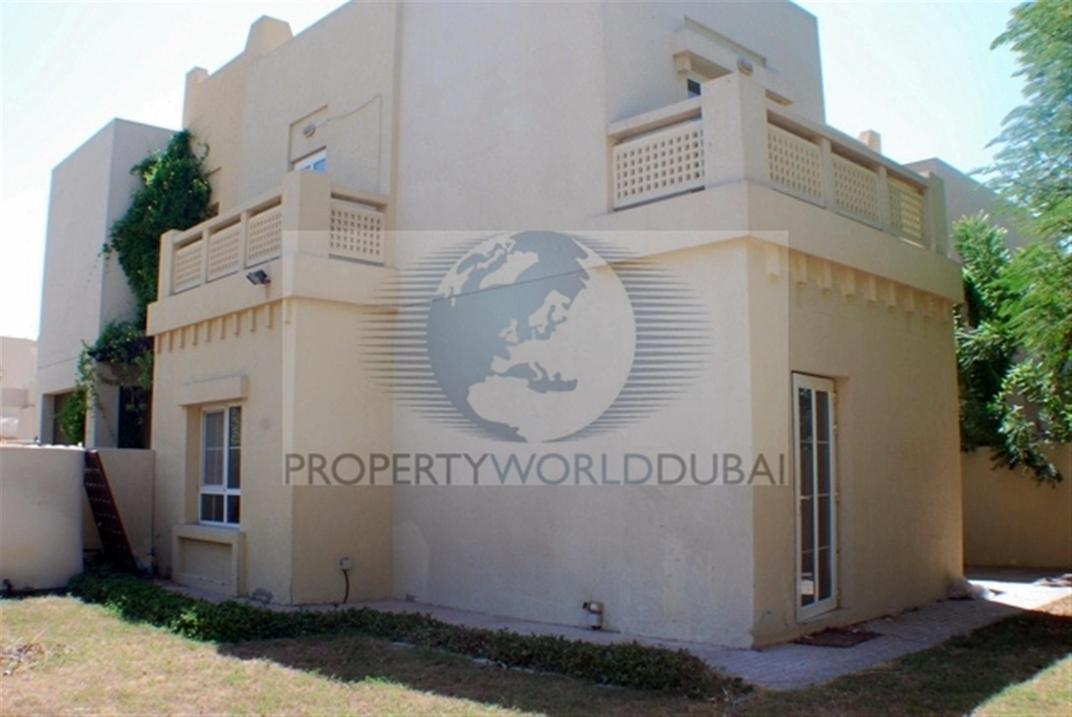 End unit in Zulal for sale. 3 bed villa with landscaped garden.